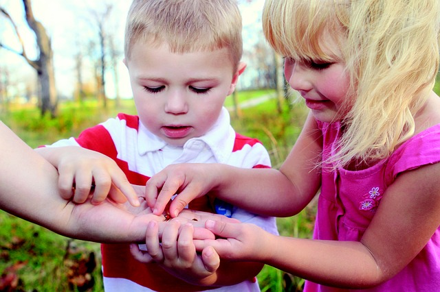 Autistic children overcome their fear of bugs